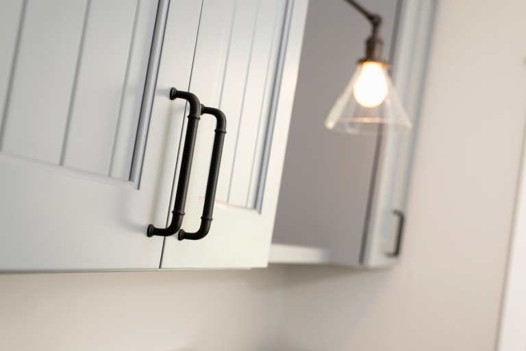 Cottage_Oil-RubbedBronze_Cabinets._3