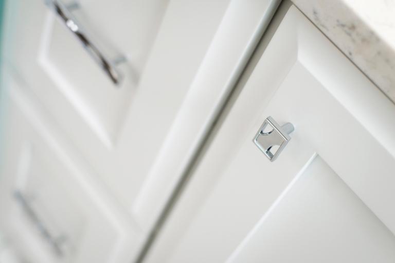 River_Bathroom_P3582-CH_5